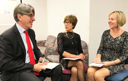Michael Bainbridge (left) talks to Kerry McIlroy (centre) and Lyn Lloyd (right) at Auckland Hospital's Dietetics Department